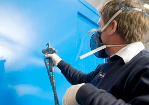 Stærk, langtidsholdbar behandling og lakering: ordre- og serieproduktion og speciel lakering til eks. offshore