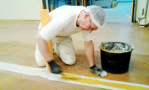 Malerfirmaet Jeppesen er certificerede i gulvmaling og tilbyder gulvmaling til ethvert miljø indenfor industrien – Epoxy, Acryl og Polyurethane