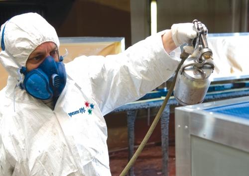 I vores nyeste miljøgodkendte malerhal udføres sandblæsning og overfladebehandling med de nyeste sprøjteteknikker